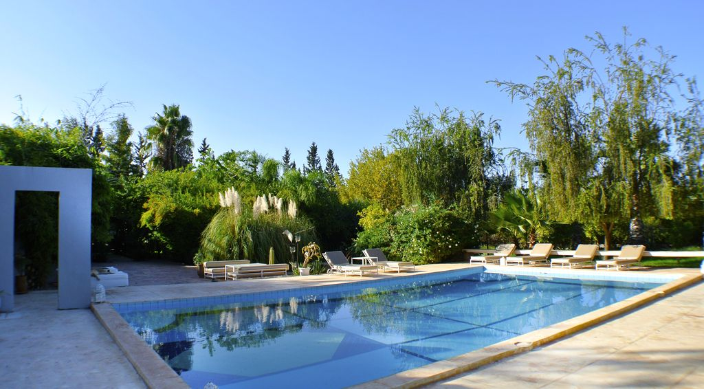 Location villa marrakech villa moderne avec piscine for Villa moderne prix