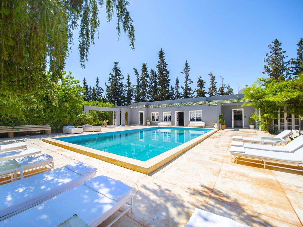 Location villa marrakech villa moderne avec piscine - Piscine moderne ...