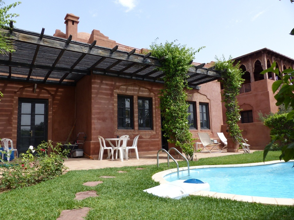 Location villa marrakech jolie petite villa avec piscine for Appartement a louer a marrakech avec piscine